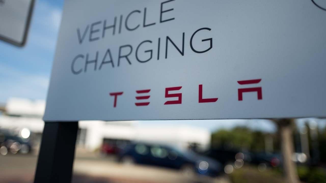 Πόσο αποτιμάται το λογότυπο της Tesla