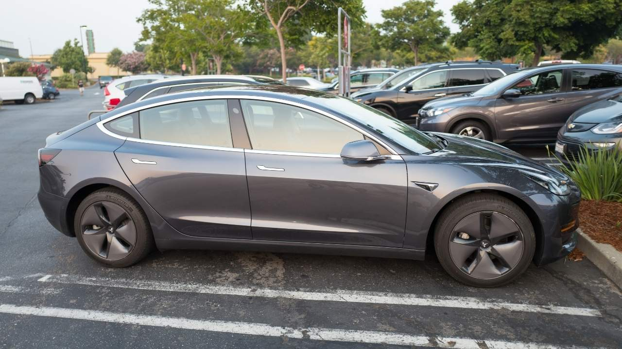 Tesla, Διάγνωση Βλαβών & Αυτόματη Παραγγελία Εξαρτημάτων